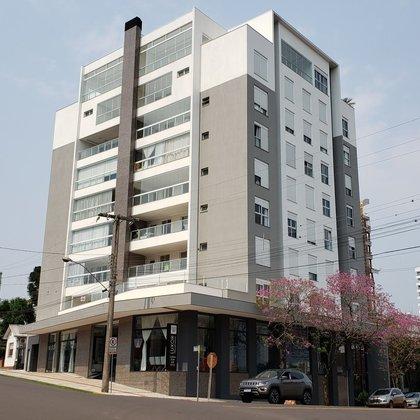 Apartamento com suíte e 2 dormitórios no centro de Erechim RS