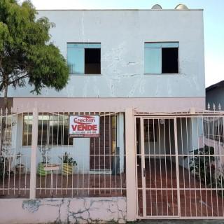 Casa com 02 pisos próximo a escola Sidney Guerra !!