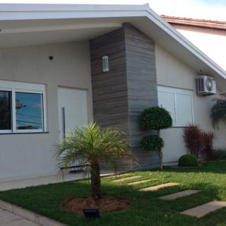 Casa moderna com piscina, bairro Cerâmica em Erechim RS