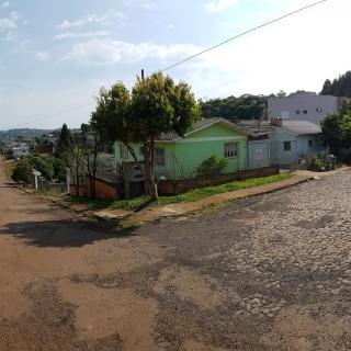 Casa com 4 moradias - Copas Verdes