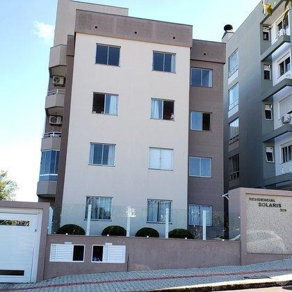 Apartamento com 03 dormitórios bem localizado !