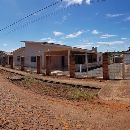 Casa grande com 4 suítes em Paulo Bento RS