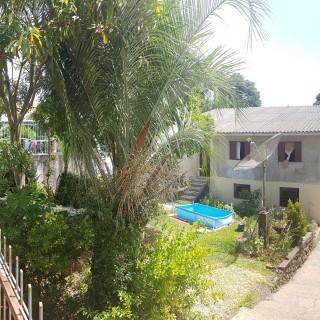 Casa com 2 moradias e terreno amplo em Erechim RS