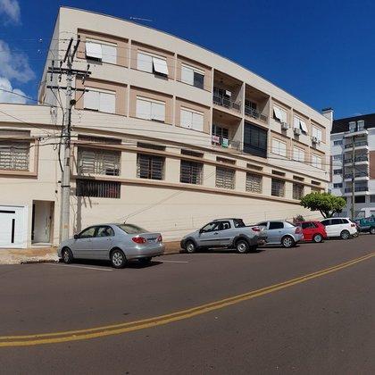Apartamento grande com 4 dormitórios no Centro de Erechim RS