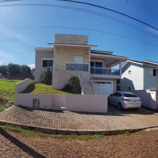 Casa com suíte e alto padrão de acabamento em Erechim RS